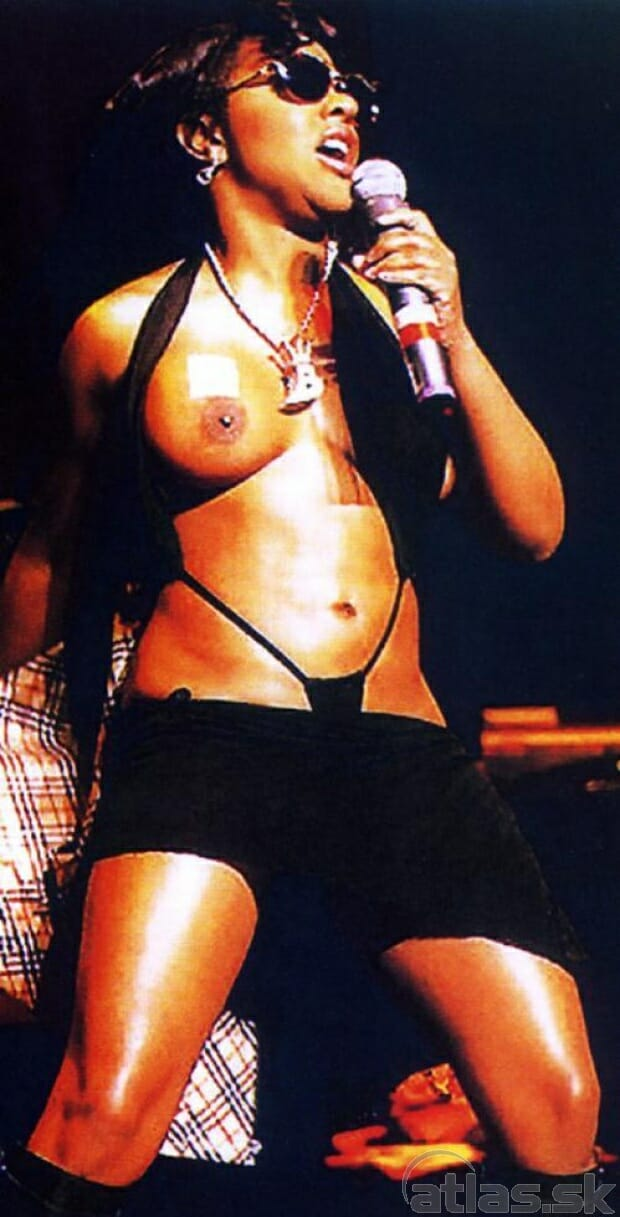 Lil Kim boobs show