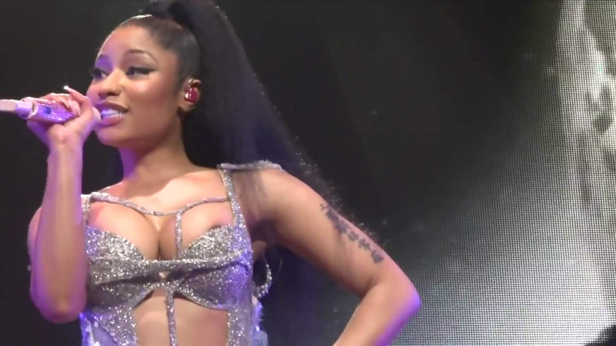 Uncensored wardrobe malfunction nicki minaj