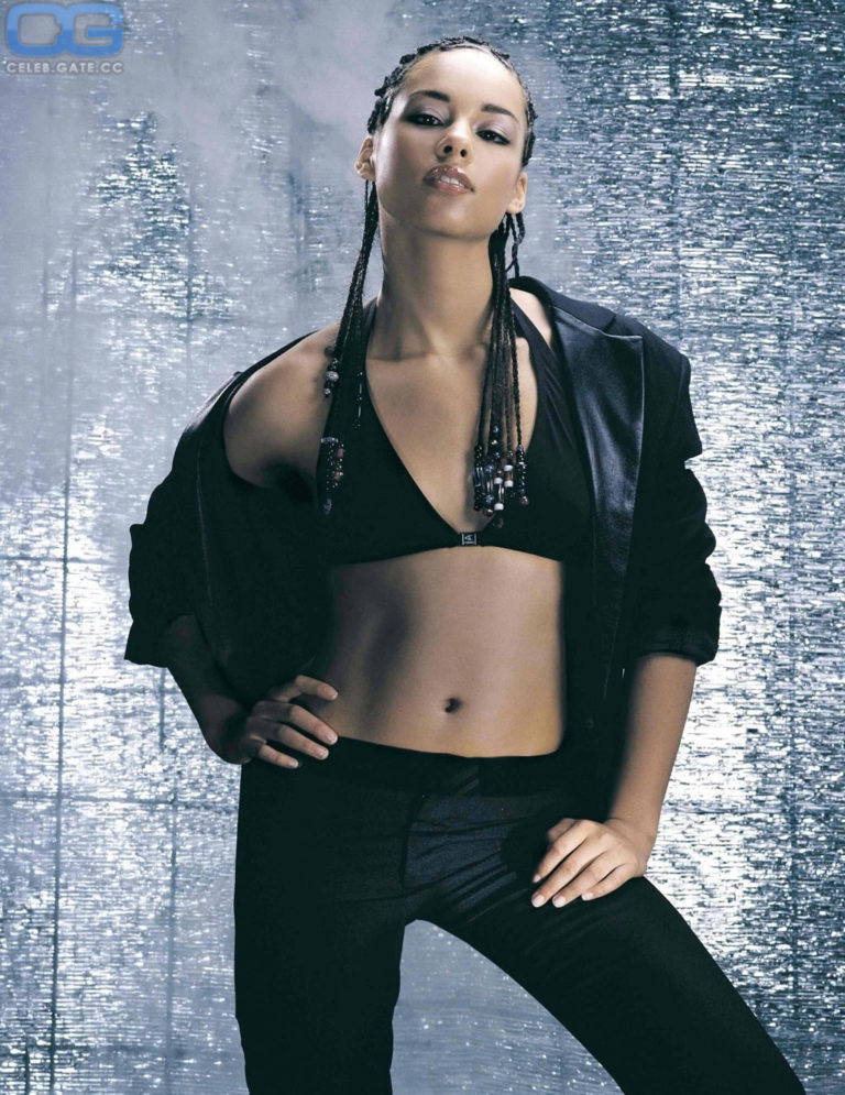 Alicia Keys big boobs