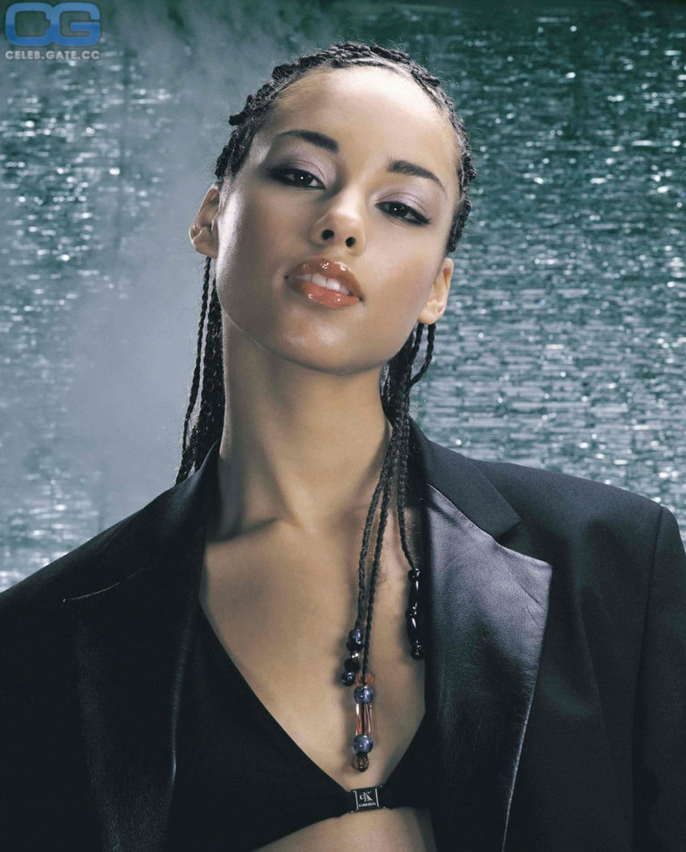Alicia Keys hot boobs