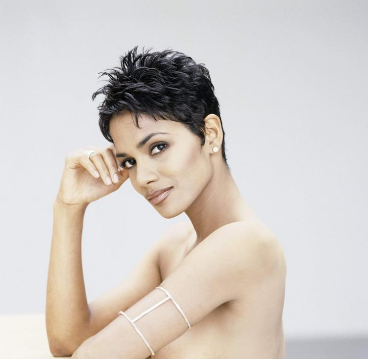 Halle Berry sexy naked