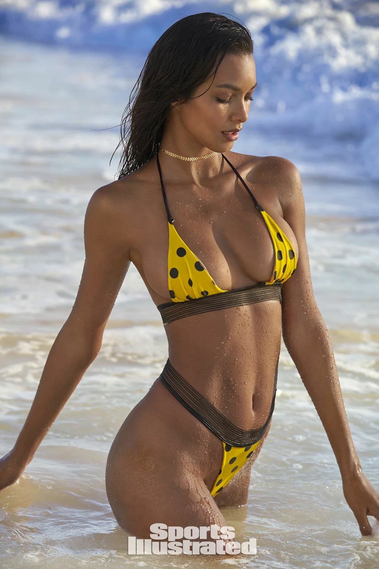 Lais Ribeiro showing boobs