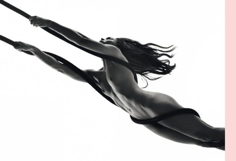 Zoe Saldana sexy